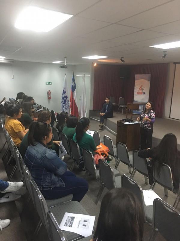 Estudiantes de Educación Parvularia participan en taller laboral