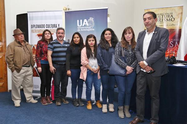 Los futuros estudiantes del diplomado junto al Presidente de la Corporación Cultural y Turismo de Calama