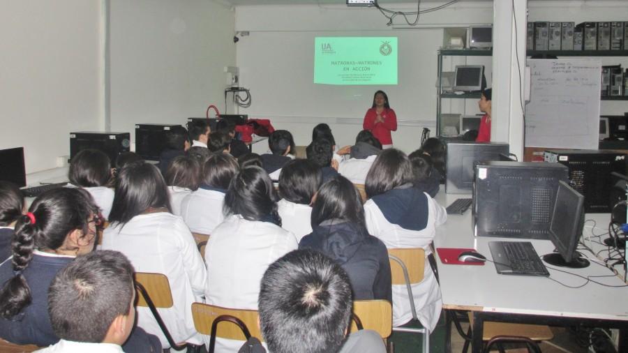 """""""Matronas-Matrones en Acción"""" realizan programa de educación sexual en Colegio Providencia"""