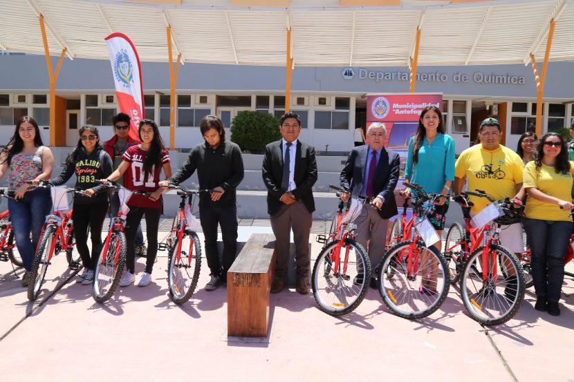 Alumnos UA recibieron sus bicicletas municipales