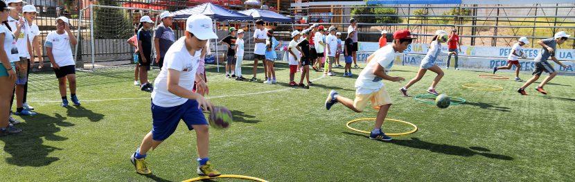 Niños y niñas disfrutan del verano en la UA