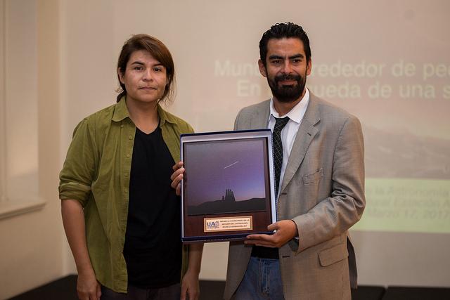 """Unidad de Astronomía UA premia a """"El Mercurio de Antofagasta"""" por su contribución a la difusión de la ciencia"""