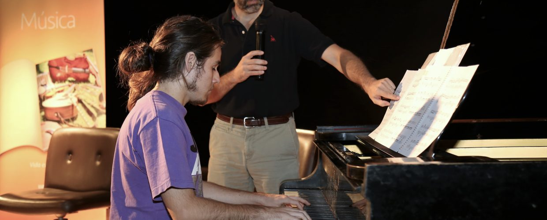 Destacado director nacional conversó con estudiantes de Música