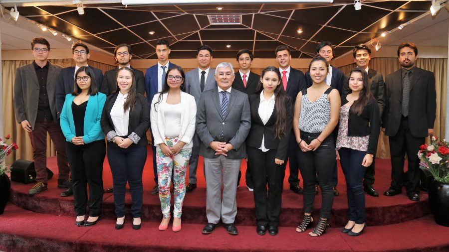 15 destacados alumnos fueron premiados por la UA