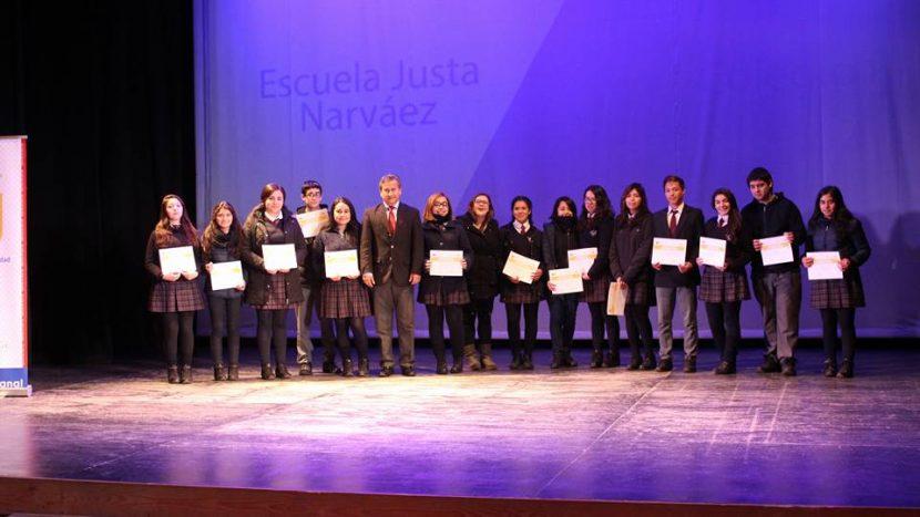 Escolares de todo el país reciben certificados de cursos de inglés diseñados por Departamento de Idiomas UA