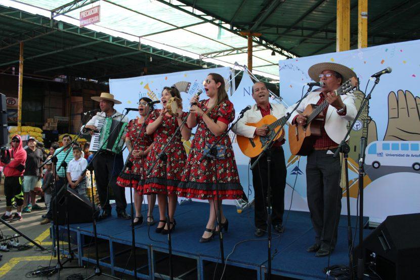 Programa de Extensión Cultural UA conquistó La Vega Central