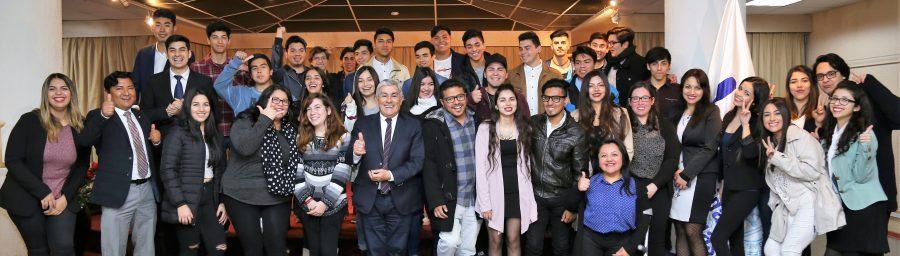 Con 45 alumnos partió preuniversitario gratuito de la FEUA
