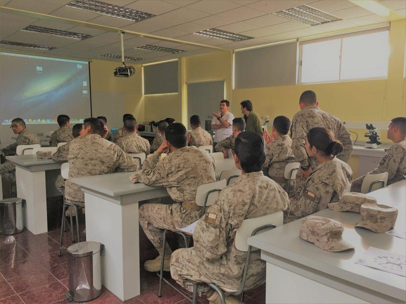 Soldados-estudiantes conocieron Laboratorio de Fisiología de la UA