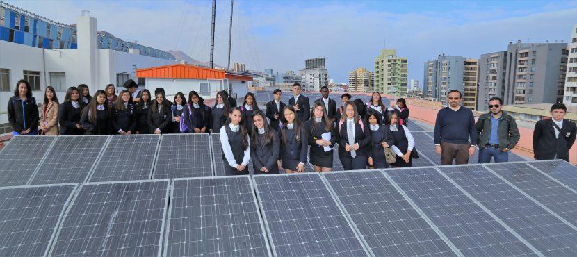 Alumnos del ISCA visitaron instalaciones solares UA