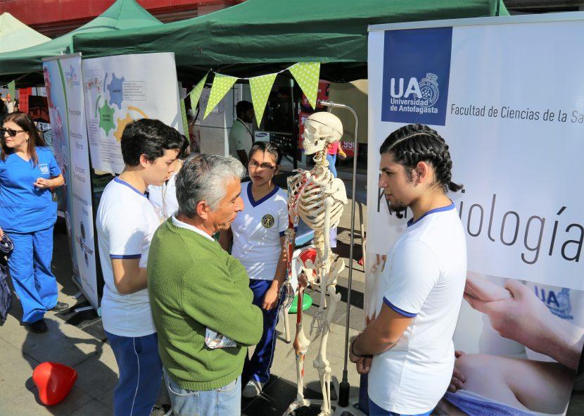 Kinesiología y Obstetricia UA participaron en Plaza Ciudadana