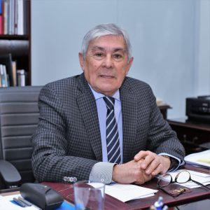 Rector Luis Alberto Loyola.